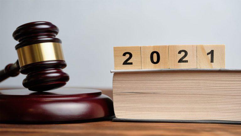 Что в октябре ждет родителей, владельцев недвижимости, получателей пенсий и пособий: шесть новых законов